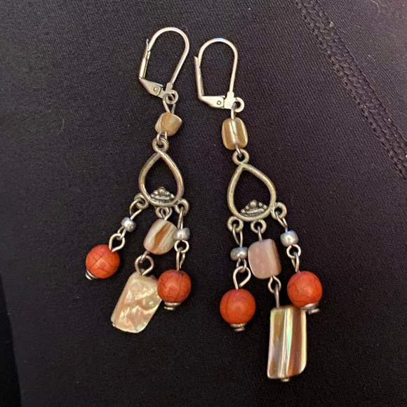Jewelry - ⚡️Bead and shell dangle earrings